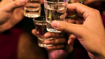 Drinking alcohol causes skin problems